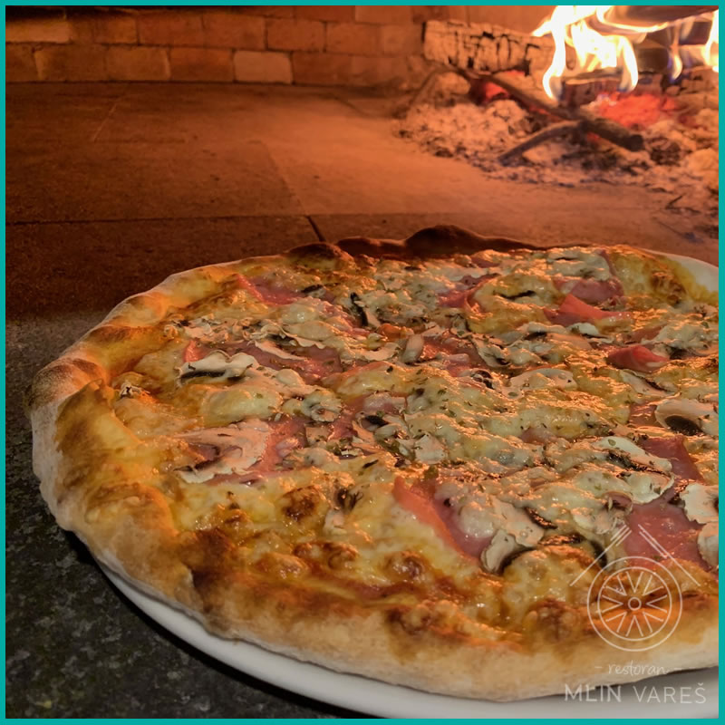 Pizza capricosa pureća